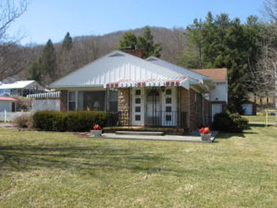 914 S Sewell St, Rainelle, WV 25962