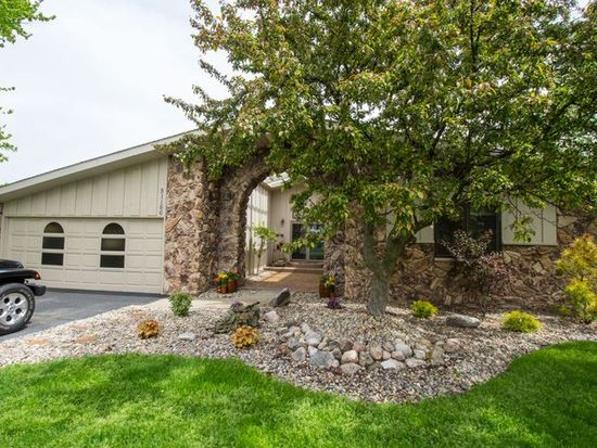 51166 Maplewood Dr, Elkhart, IN 46514