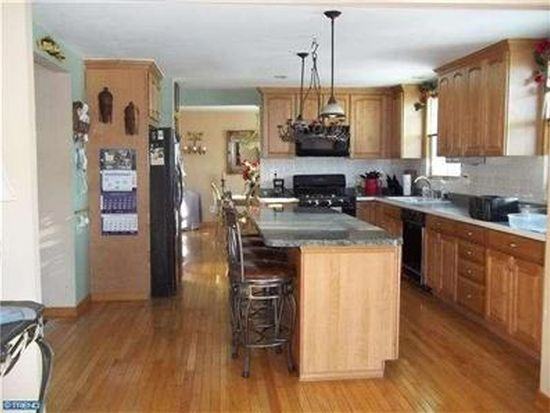 244 Colonial Dr, Langhorne, PA 19047
