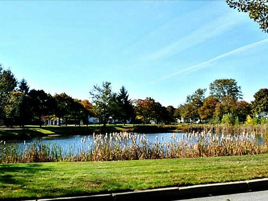794 Williamsburg Cir, Warwick, RI 02886