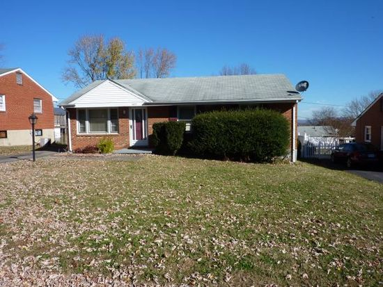 1415 Blackwood Dr, Salem, VA 24153
