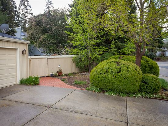 308 Flaming Oak Dr, Pleasant Hill, CA 94523