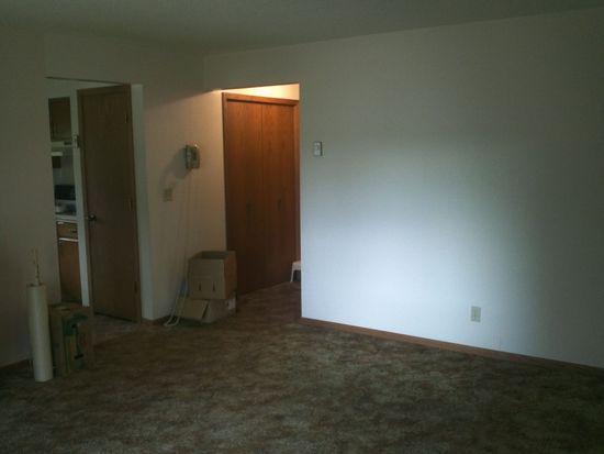 819 W 3rd St APT 2, Monticello, MN 55362