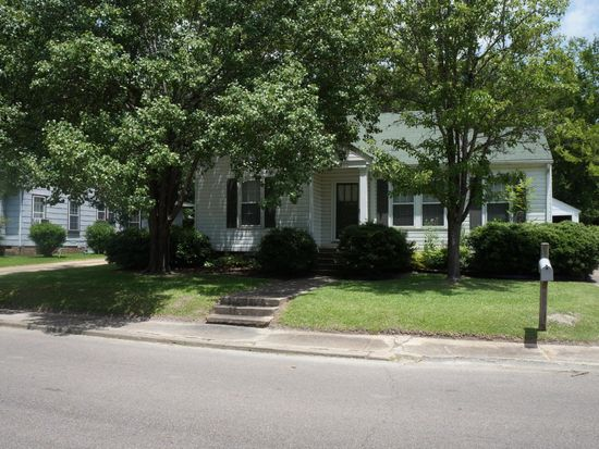622 Grove St, West Point, MS 39773