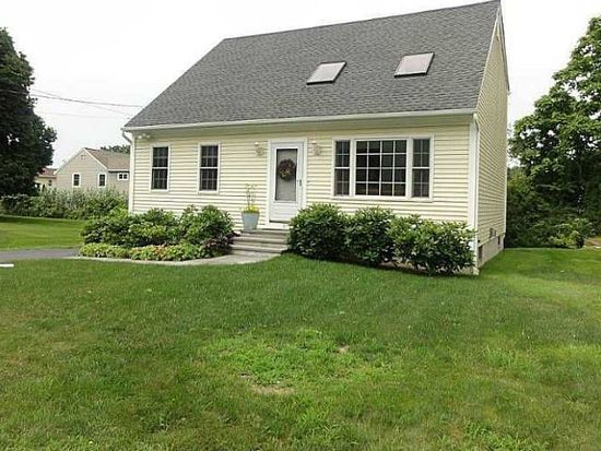 67 Treasure Rd, Narragansett, RI 02882