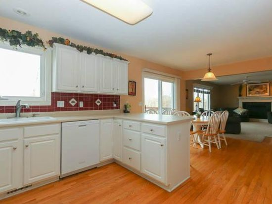 4519 Meadow Valley Dr, West Des Moines, IA 50265