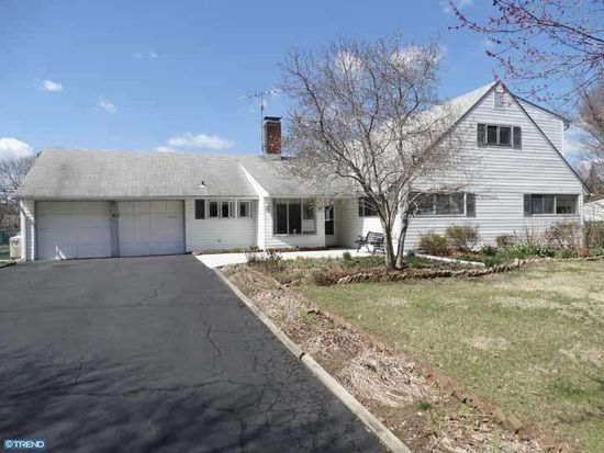 41 Red Berry Rd, Levittown, PA 19056