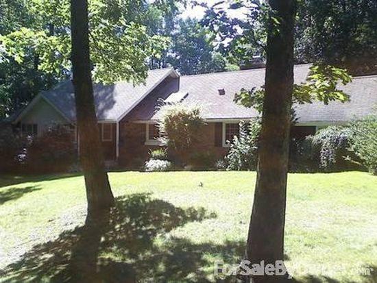 511 Magnolia Ln, Dix Hills, NY 11746