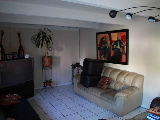 852 Raintree Pl, Vista, CA 92084