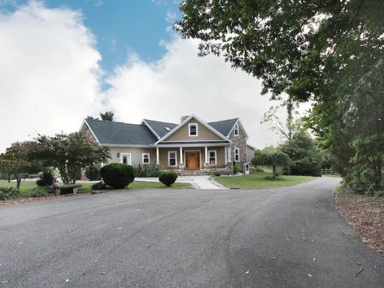 1329 Wineberry Ln, Forest, VA 24551