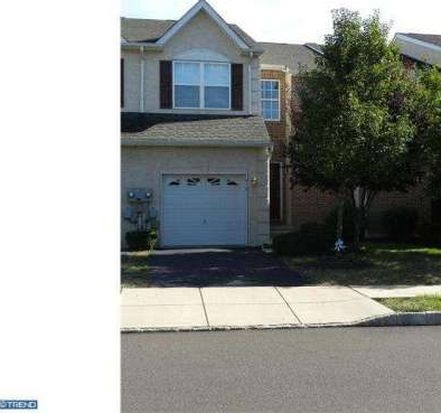 916 Vanguard Dr, Red Hill, PA 18076