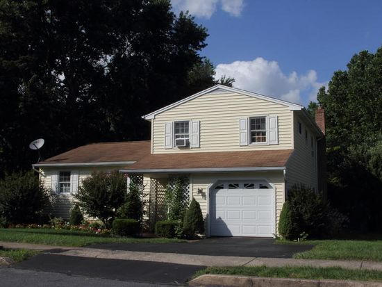 2550 Valley Dr, Lancaster, PA 17603