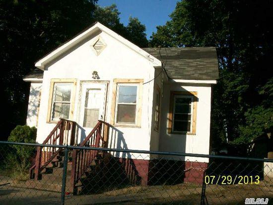 33 Winter Ave, Wyandanch, NY 11798