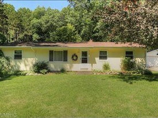 822 Grindle Dr, Lowell, MI 49331