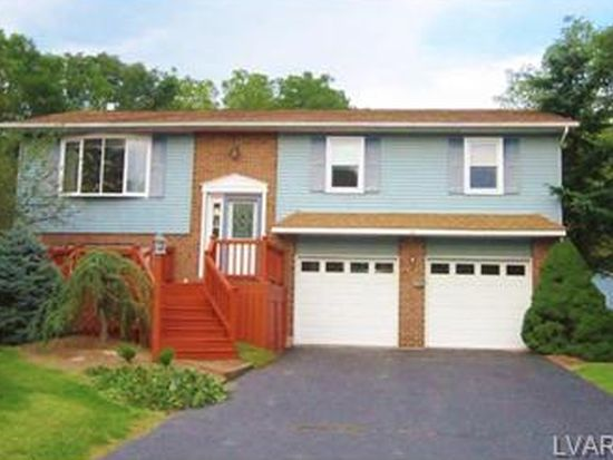 509 Round Table Dr, Nazareth, PA 18064