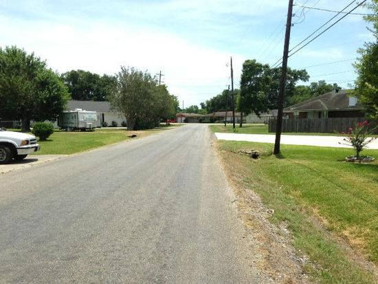 5353 Port Neches Rd, Groves, TX 77619