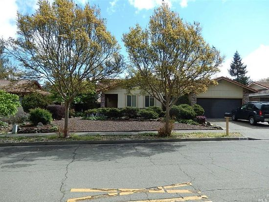 2038 Avots Dr, Santa Rosa, CA 95405
