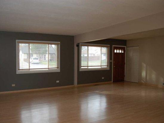 325 Nogales St, Hoffman Estates, IL 60169