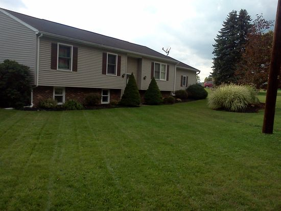 1115 Cantor Ln, Vandergrift, PA 15690