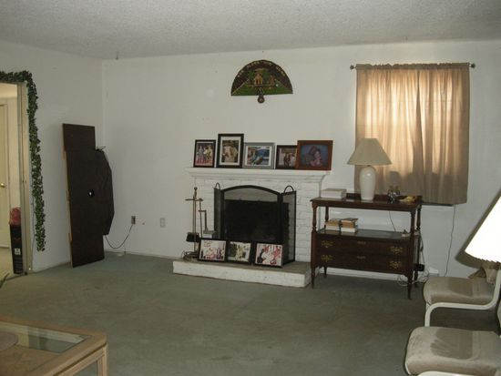 9371 Hawthorne Ave, Riverside, CA 92503