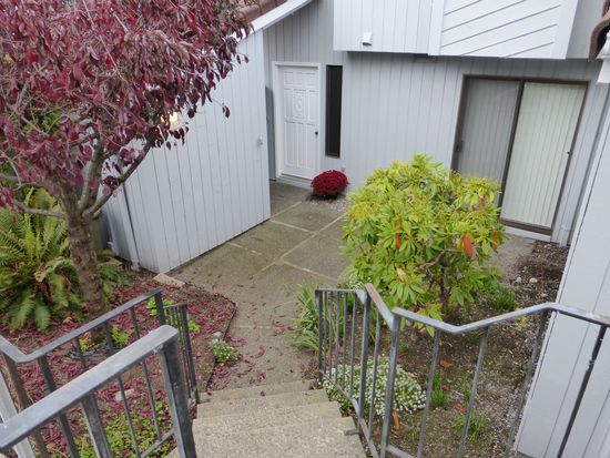 1616 Skyline Way APT 2, Anacortes, WA 98221