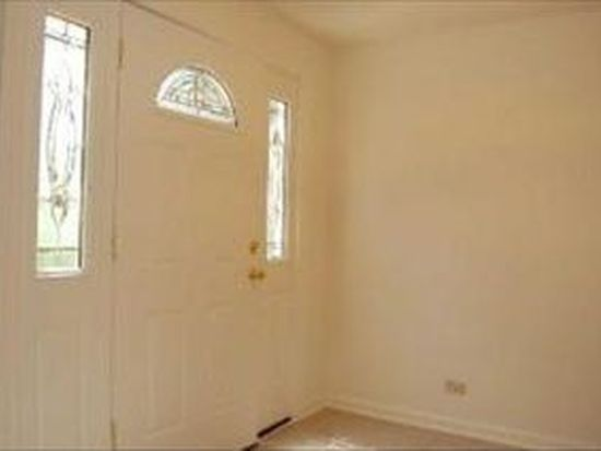 33 White Oak Cir, Saint Charles, IL 60174