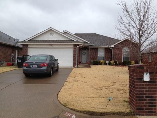721 NW 20th St, Moore, OK 73160