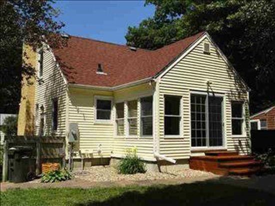 2308 Hickory Ln, Cedar Falls, IA 50613