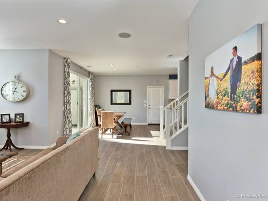 3593 Summit Trail Ct, Carlsbad, CA 92010