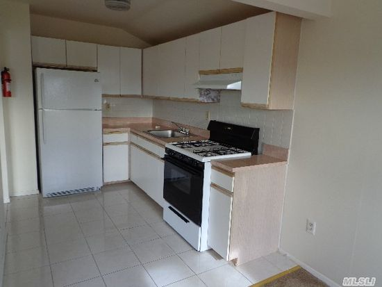 16435 Odonnell Rd, Jamaica, NY 11433