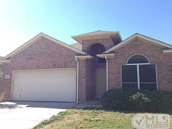 10513 Cloisters Dr, Blue Mound, TX 76131