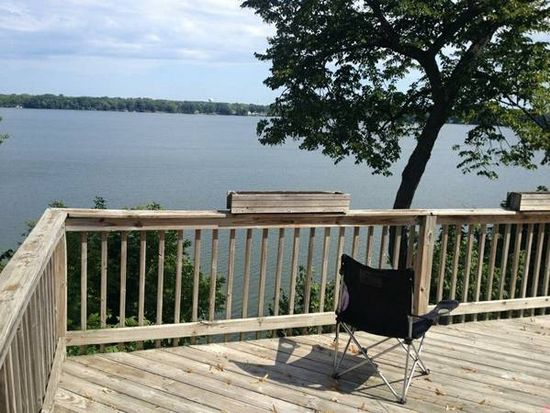104 E Lake Shore Dr, Round Lake Park, IL 60073