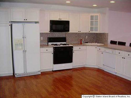 108 Arrowood Ct, Staten Island, NY 10309