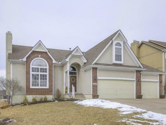 1112 SW Whistle Dr, Lees Summit, MO 64082