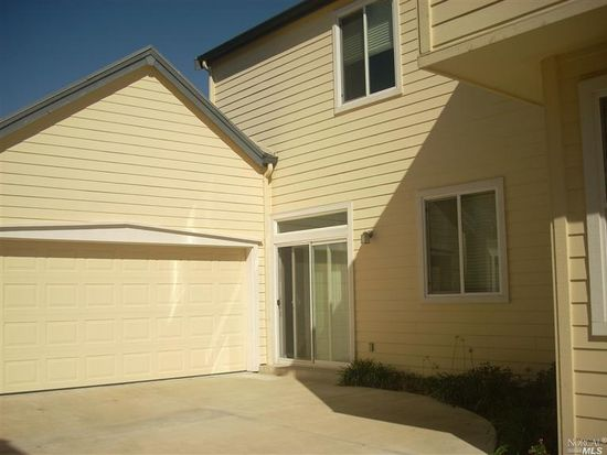 1025 Amber Ridge Ln, Vacaville, CA 95687