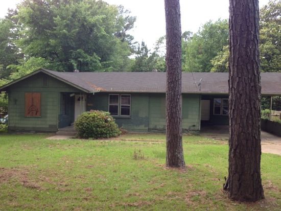 2015 East Dr, Jackson, MS 39204