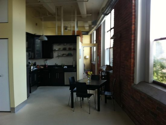 5850 Centre Ave APT 215, Pittsburgh, PA 15206