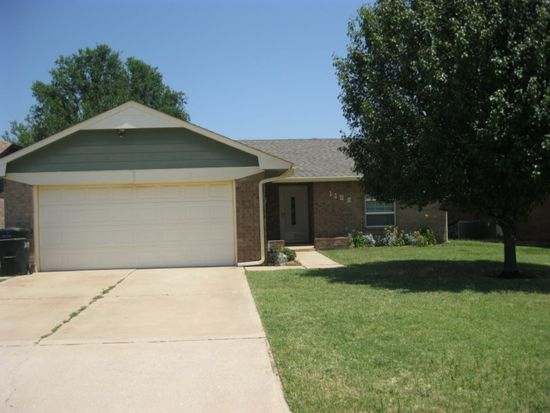 1108 Kings Ct, Moore, OK 73160
