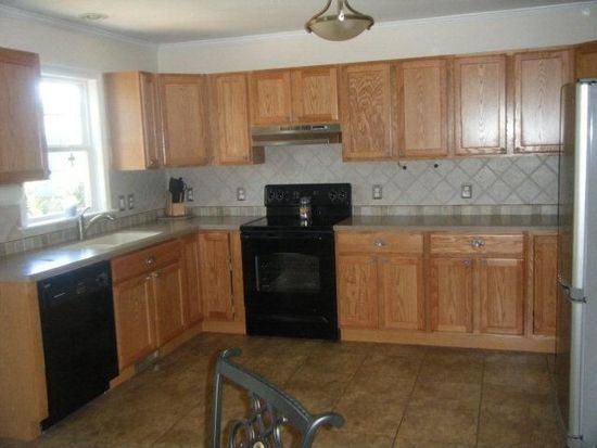 302 Cedar Ave, Farmville, VA 23901