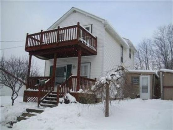 8261 Alfred St, Masury, OH 44438