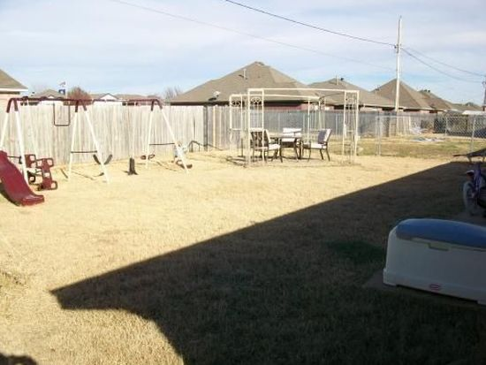 1021 NW 15th St, Moore, OK 73160