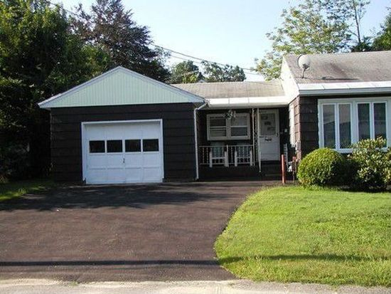 44 York Ave, Fitchburg, MA 01420