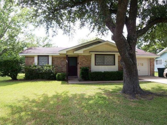 320 Enfield Ln, Beaumont, TX 77707