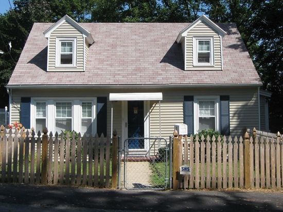 5 Grove St, Methuen, MA 01844