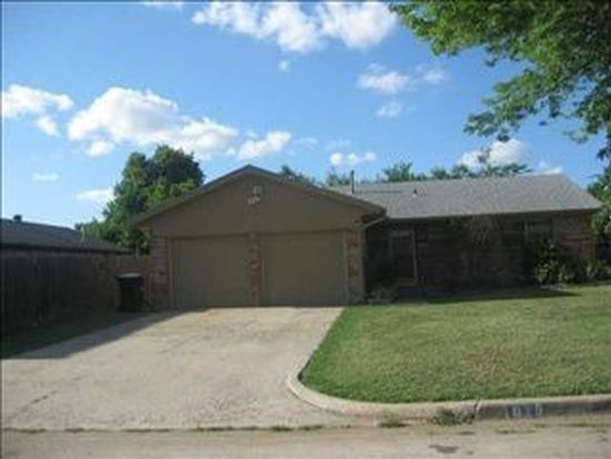 1029 NW 8th St, Moore, OK 73160