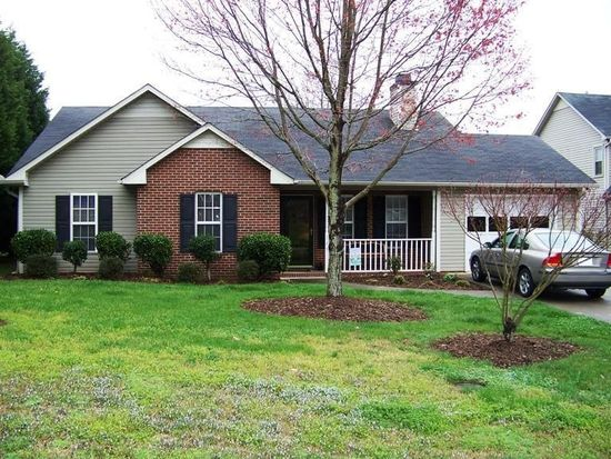 145 Spring Park Ct, Clemmons, NC 27012