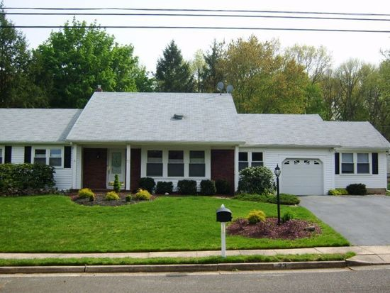 23 Longfellow Ter, Morganville, NJ 07751