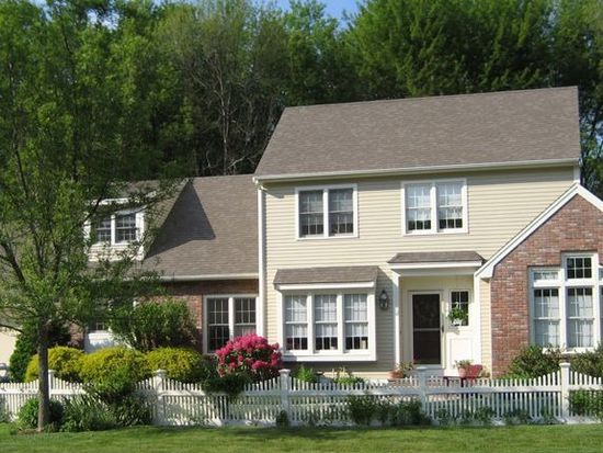 24 Cobblestone Cir, North Andover, MA 01845