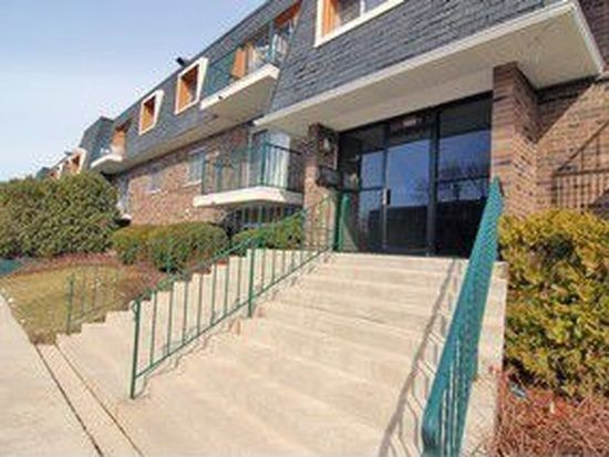 3223 W Parkway Dr APT 3A, Northbrook, IL 60062