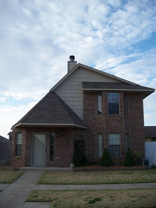 1104 SW 23rd St, Moore, OK 73170